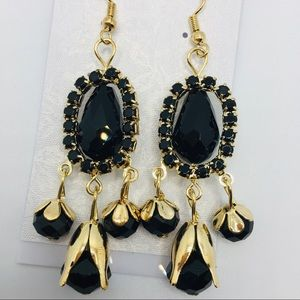 EARRINGS BLACK CRYSTALS IN GOLD COLOR SETTING!